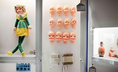 W Muzeum Zabawek i Zabawy oprócz kolekcji lal zobaczyć można takze wańke-wstańkę, gałgankowe przytulanki i misia powstańca