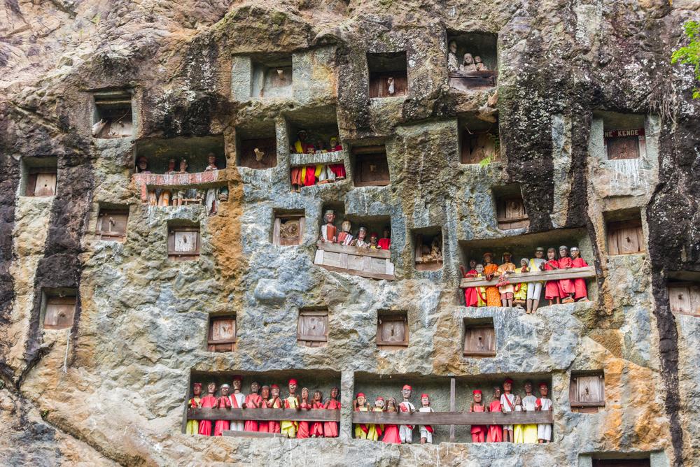 Tana Toraja. Grobowiec w skałach